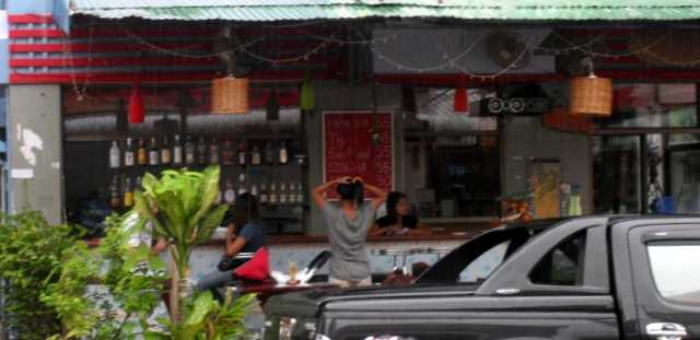 Bar Udon Thani - Outside looking in